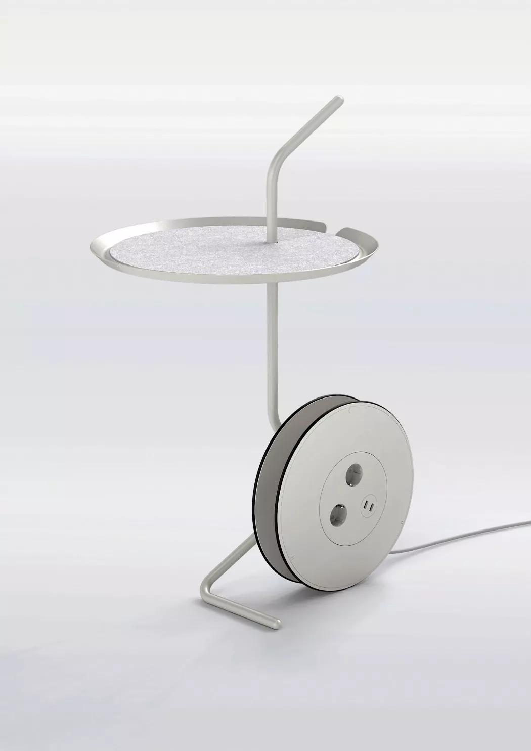 带插座可转动的桌子